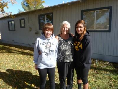 P1220271 Grandma with Mimi-Lorin (Large)