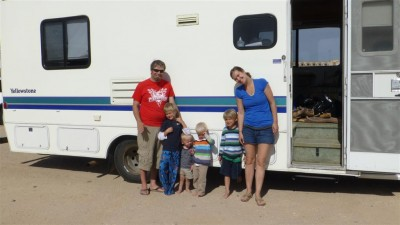 P1010100 camping family (Large)