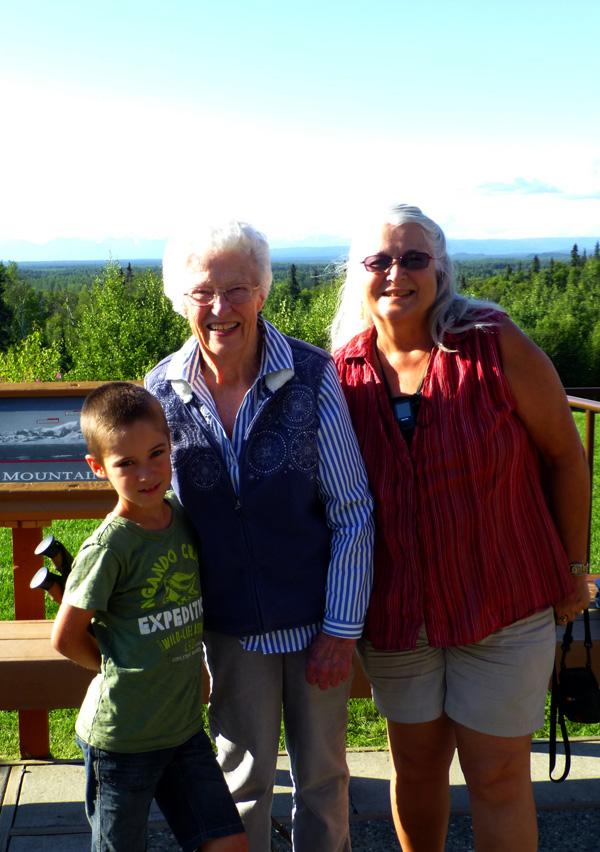 P1050689 with Pat and Grandma