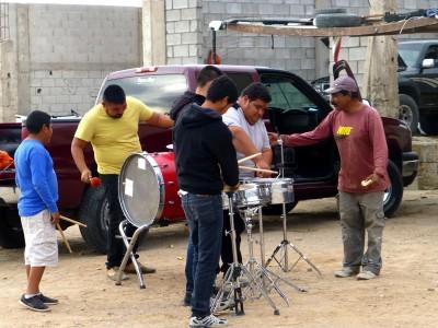 P1070012 street band