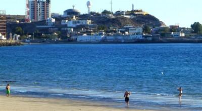 P1070117 Beach frisbee (Large) (Large)
