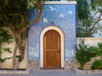 P1070573 doorway