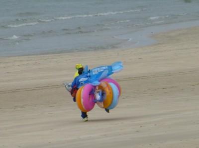 P1110102 beach toys