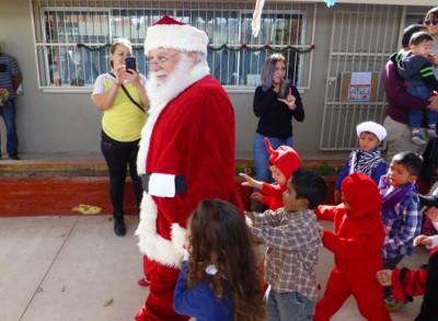 P1110589 Santas fans